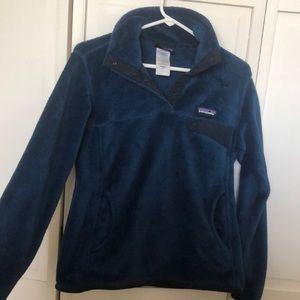 LIKE NEW womens navy patagonia fleece jacket